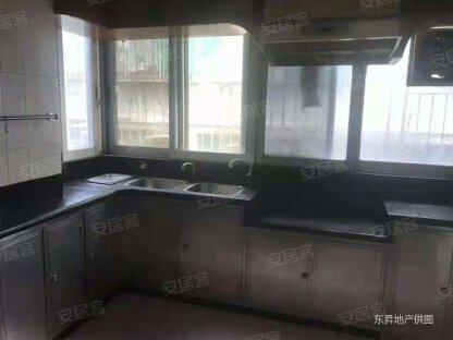 汇贤居电梯二楼174平方四房二另平台36平方,有家具电器